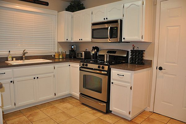 White small kitchen cabinets for Small kitchens with white cabinets