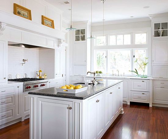 White country kitchens decoration ideas diy home decor for Decorators white kitchen cabinets