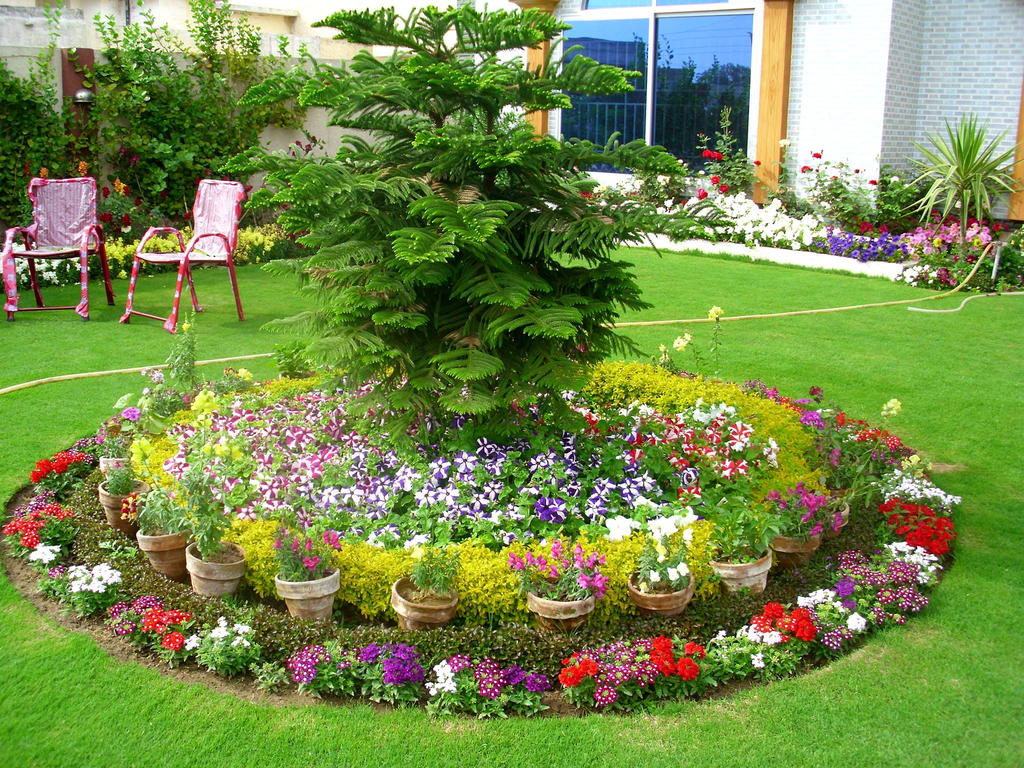 Small front garden ideas and arrangments for Large flower garden ideas