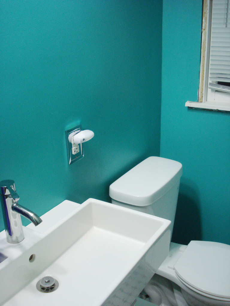 Bathroom Decoration With Teal Color