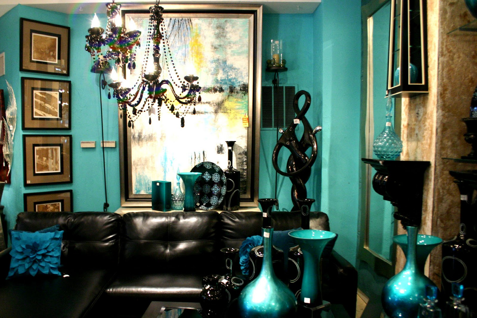 Clic Living Room Decor In Teal Color
