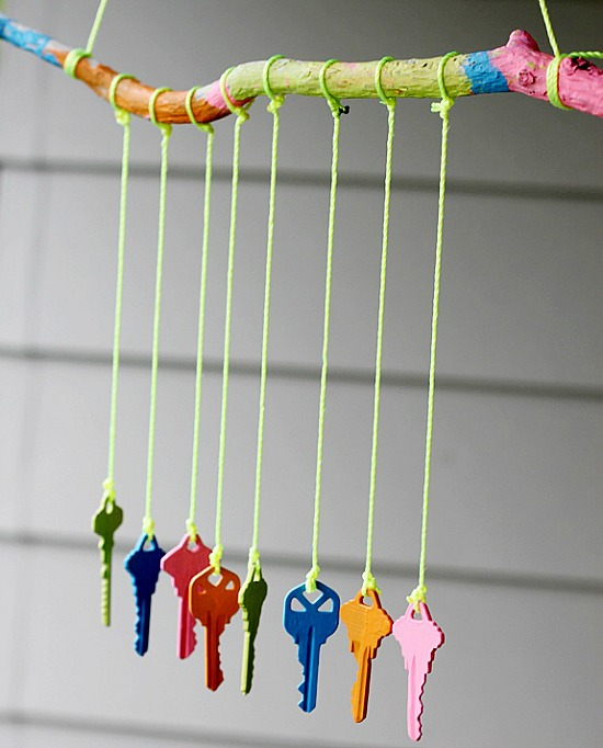 Easy diy wind chimes ideas for homes and gardens for Wind chime craft projects