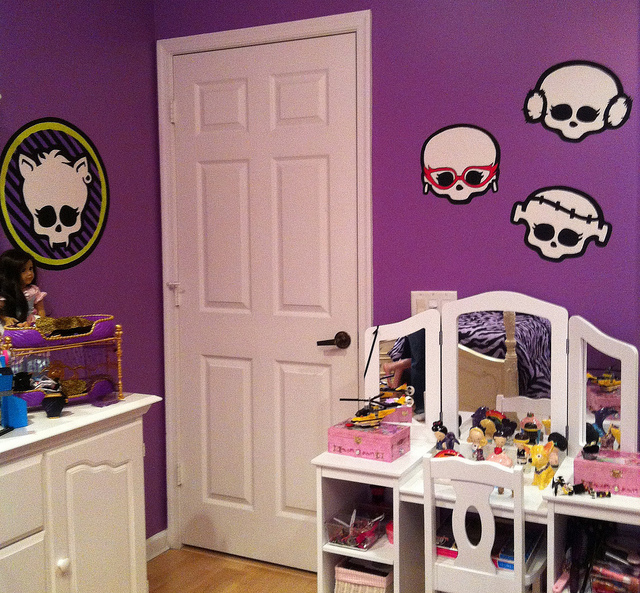 Monster high room decor ideas for kids room for Art decoration ideas for room
