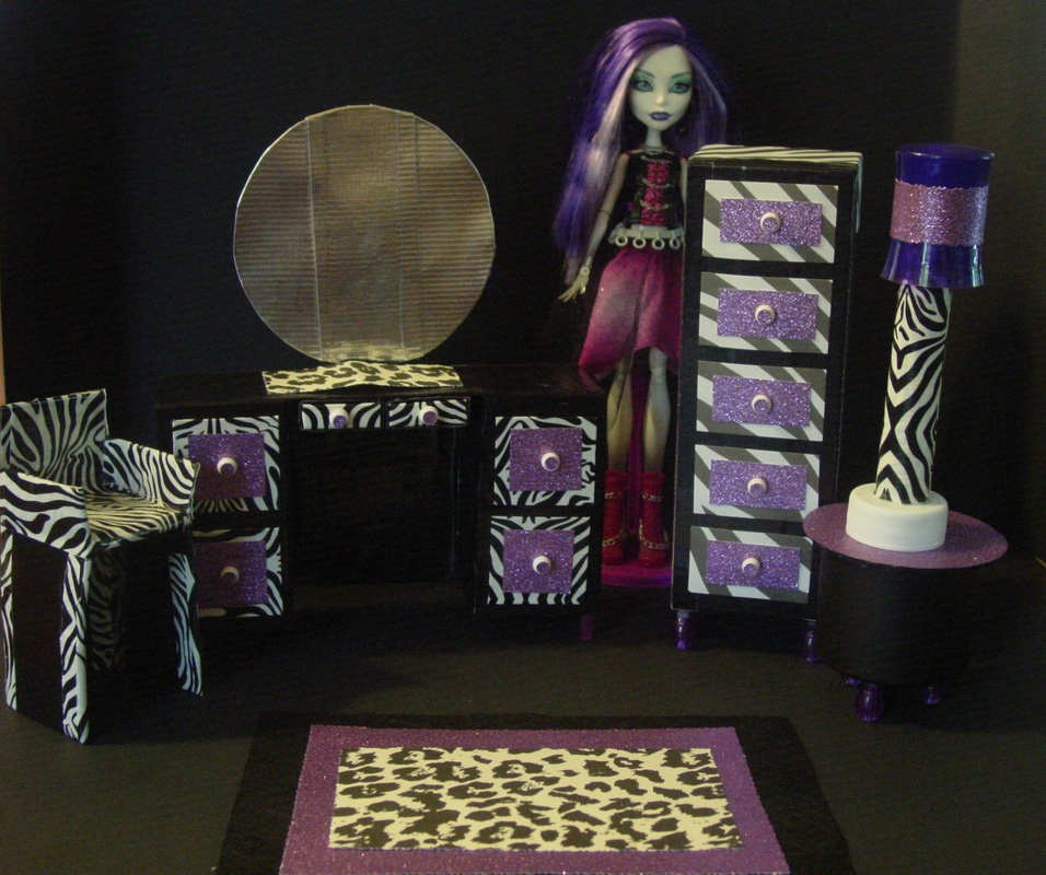 monster high room decor with monster dolls