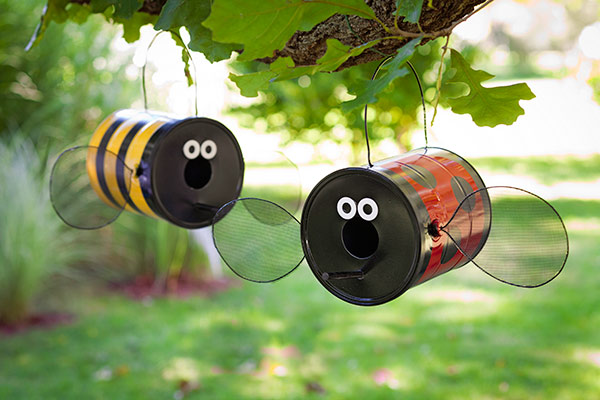 Diy bird feeders projects to do with kids for Plastic bees for crafts