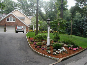 Driveway landscaping with gravels
