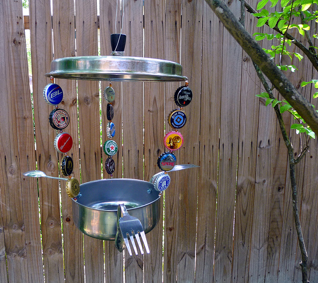 Diy bird feeders projects to do with kids for Diy from recycled materials
