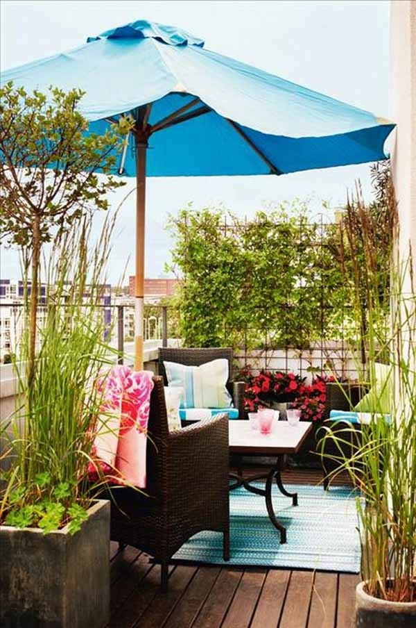 Small balcony decorating ideas for modern homes for Tiny balcony ideas