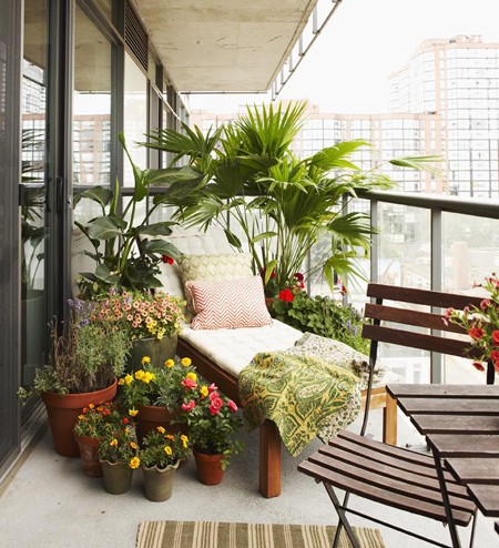 Small balcony decorating ideas for modern homes for Decoration patio exterieur
