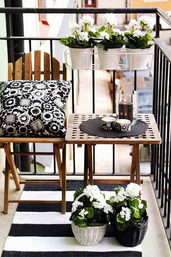 Small balcony decorating ideas for modern homes for Outdoor balcony decorating ideas