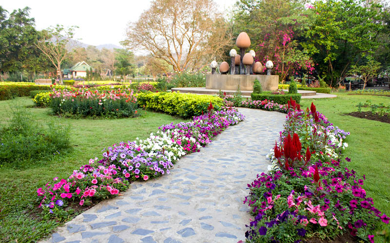 Easy driveway landscaping ideas for Flower landscape