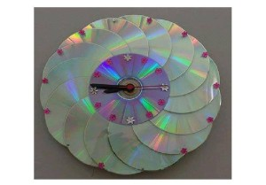 old cd wall clock DIY