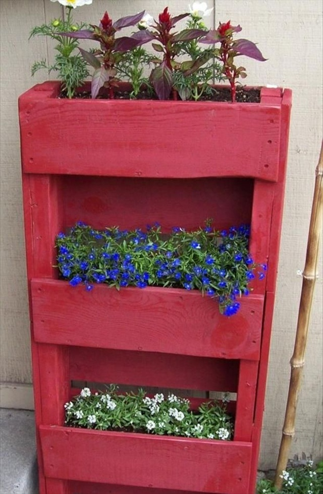 Easy vertical garden diy ideas for small spaces for Vertical garden planters diy