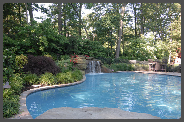 Modern pool landscaping ideas with rocks and plants for Pool landscape design
