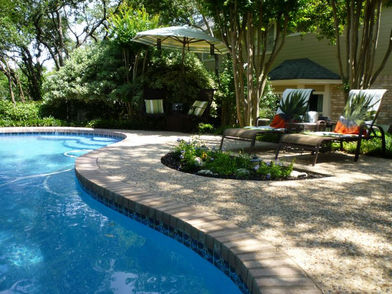 Modern pool landscaping ideas with rocks and plants for Landscape design for pool areas