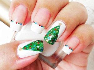 Christmas tree nail art DIY