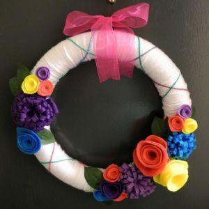 DIY Yarn Christmas wreaths