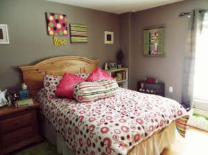 DIY bedroom decoration with frames