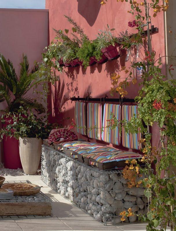 Diy outdoor bench ideas for garden and patio for Handmade garden decoration ideas