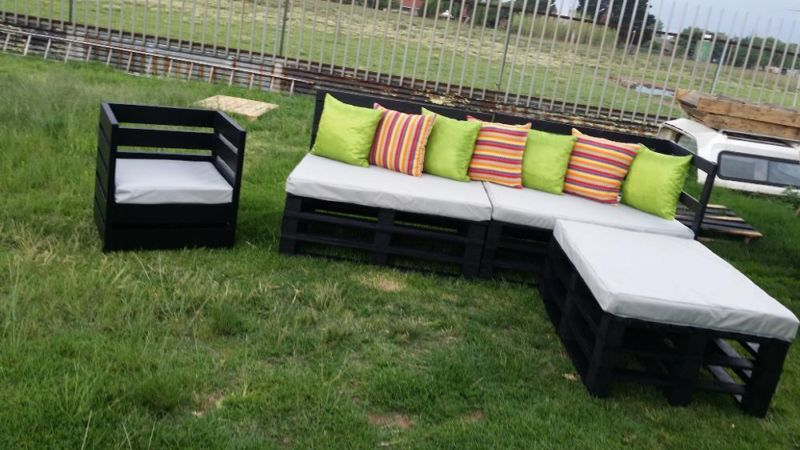 DIY Patio Furniture Ideas Source · Recycled Pallet Sofa