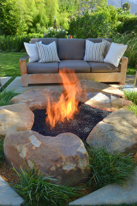 DIY outdoor fireplaces with stones