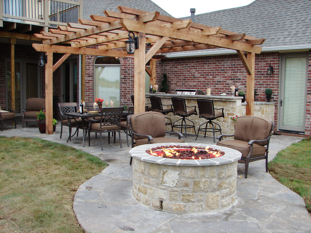 Backyard Fireplace Diy : DIY Outdoor Fireplace for Back Yard