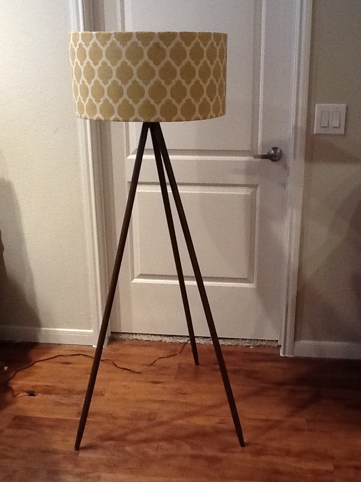 Inexpensive diy floor lamp ideas to make at home for Make wooden floor lamp