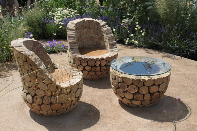 Diy outdoor table ideas for garden improvement for Diy garden table designs