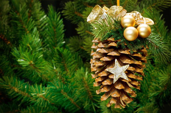 DIY Pinecone ornaments for Christmas