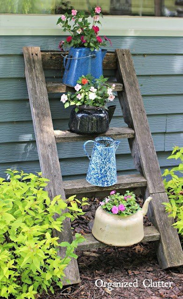 Diy backyard ideas and crafts from recycled things for Yard decorating ideas on a budget